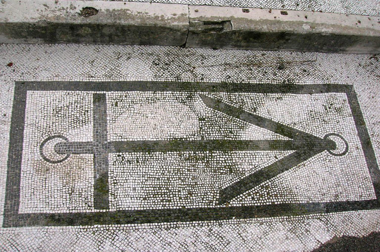 The house is named after the anchor mosaic at the entrance to the house, which symbolizes the peace and safety the home gave to those who lived in it. Image: Wikimedia Commons.
