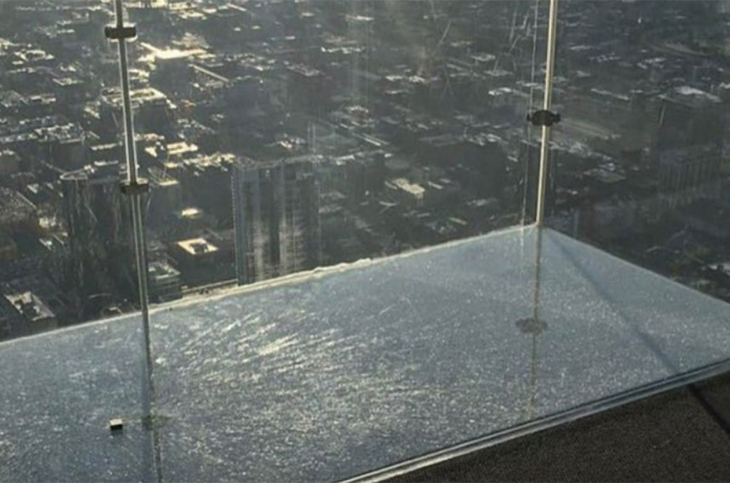 Skydeck cracks with tourists on it