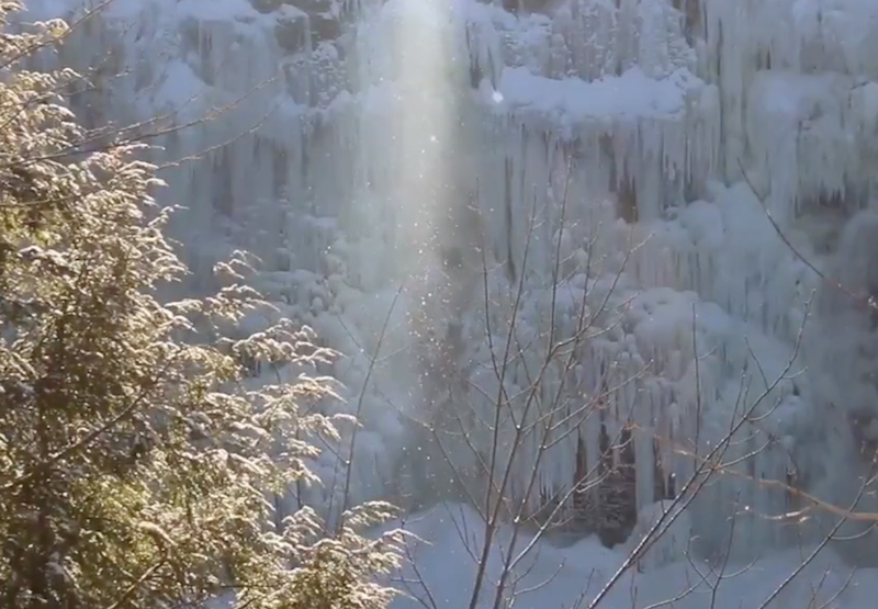 Frozen waterfall causes 'diamond dust'