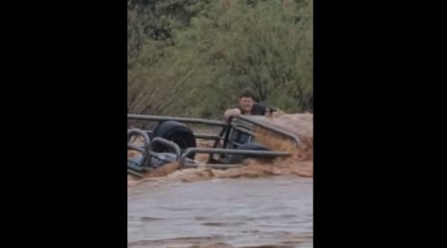 Video captures vehicle trapped under floodwater in Northern Cape