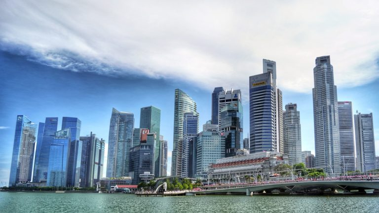 Singapore considers allowing vaccinated visitors to enter the country