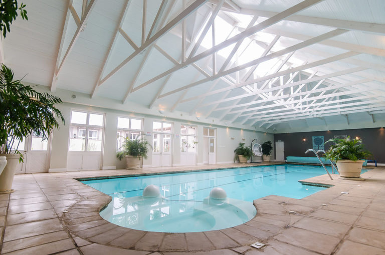 5 places with heated pools you want to visit